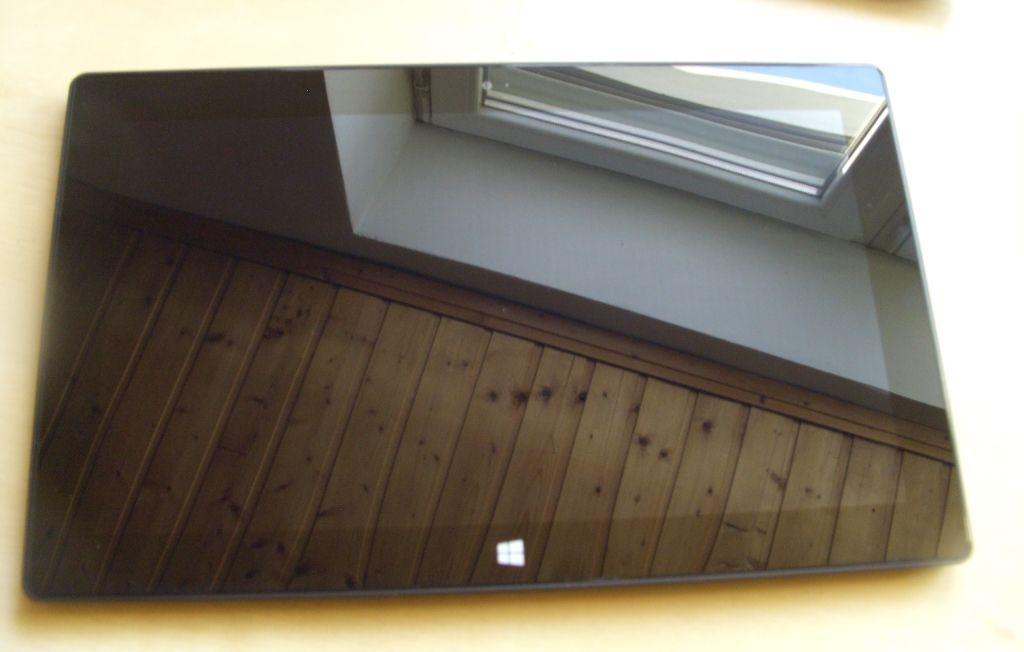 Altes Surface-Tablet zum Bilderrahmen degradiert