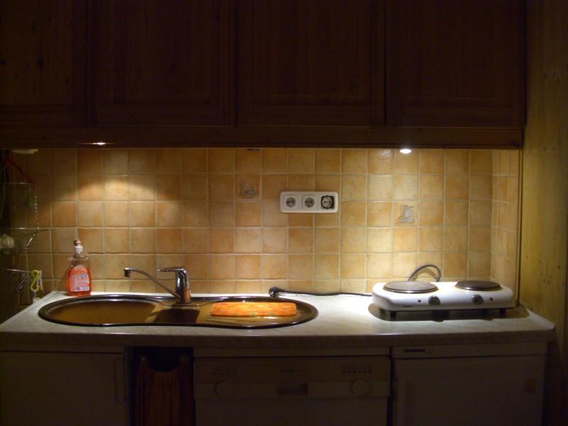 Links Klassischer Halogenstrahler (20 Watt), Mitte Osram LED Strahler  (knapp 13 Euro), Rechts Lidl LED Strahler (6 Euro).